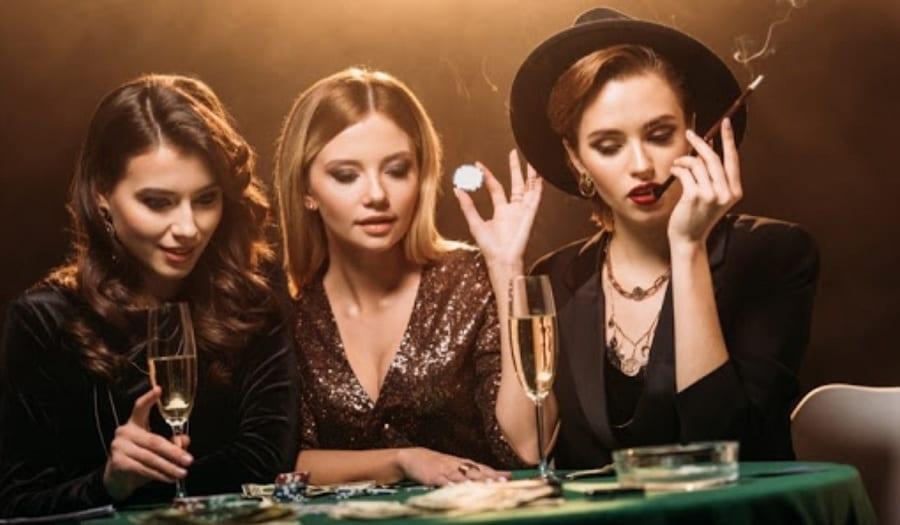 female casino dress code